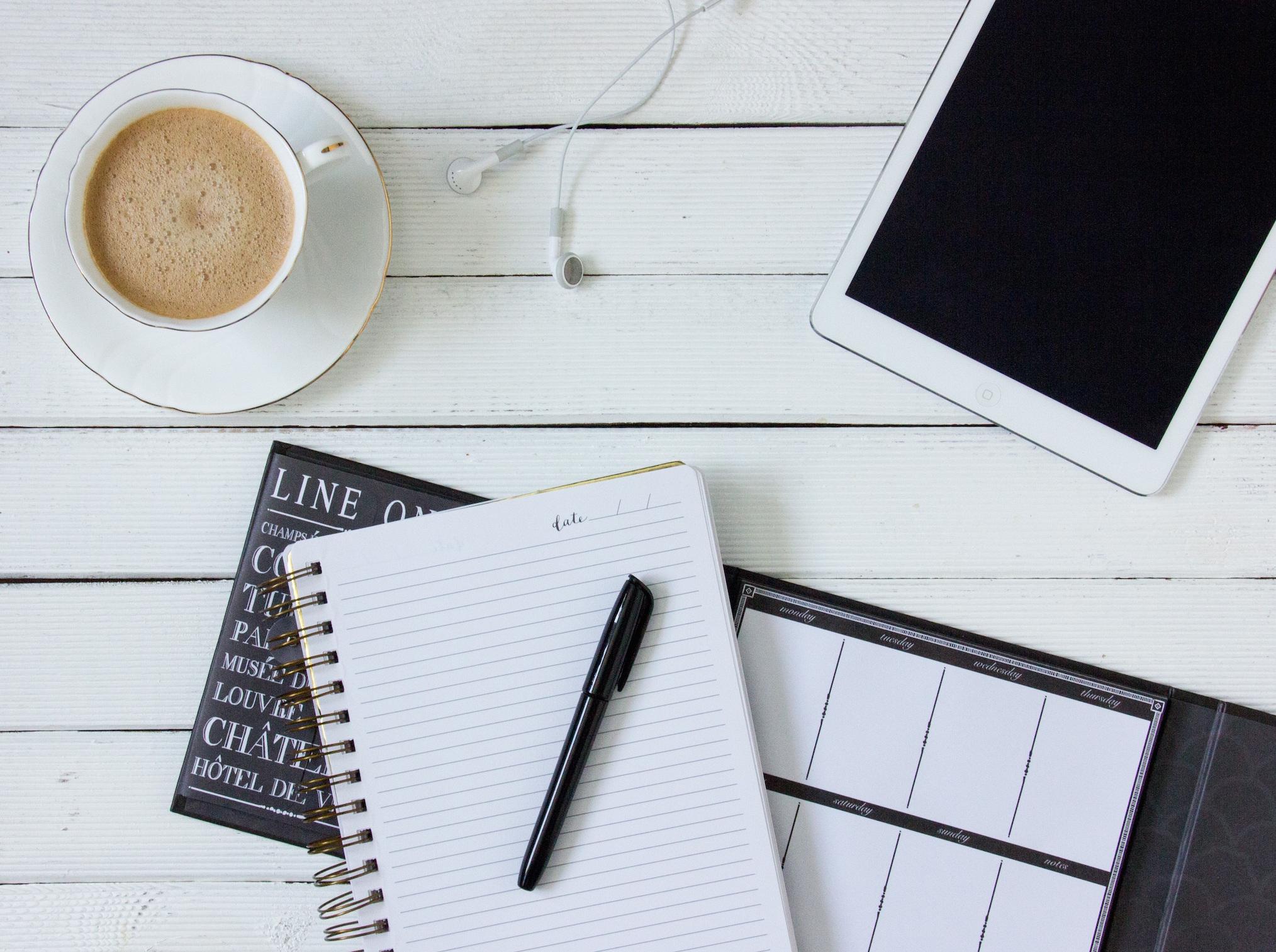 コーヒーとスマホとノート